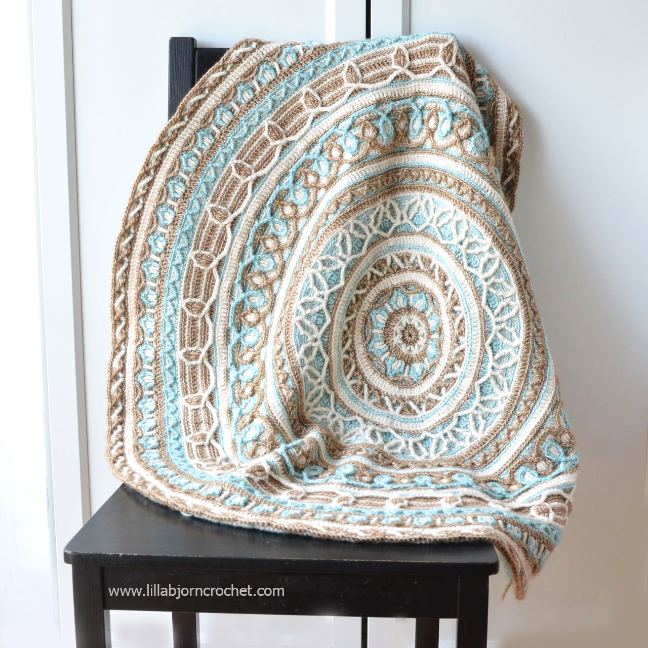 Joana's Mandala and Border - overlay crochet pattern by Lilla Bjorn Crochet