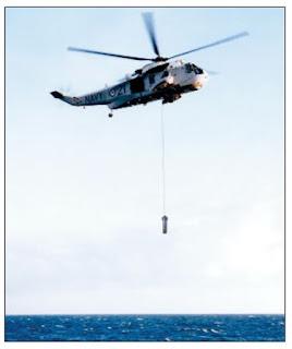 Гидролокатор AQS-18A при разворачивании с вертолета