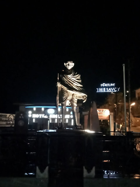 A photo of Mahatma Gandhi statue located at Mussoorie Library Chowk, Mussoorie
