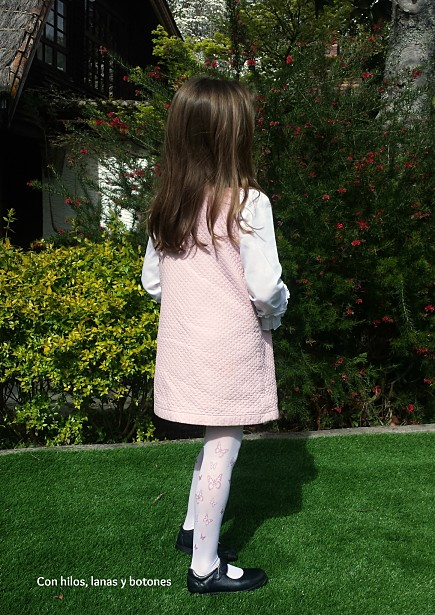 Con hilos, lanas y botones: vestido con tirantes Royal