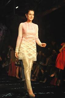 Amisha Patel Hot Legs On A Ramp