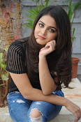 Wamiqa Gabbi stylish photo shoot-thumbnail-3