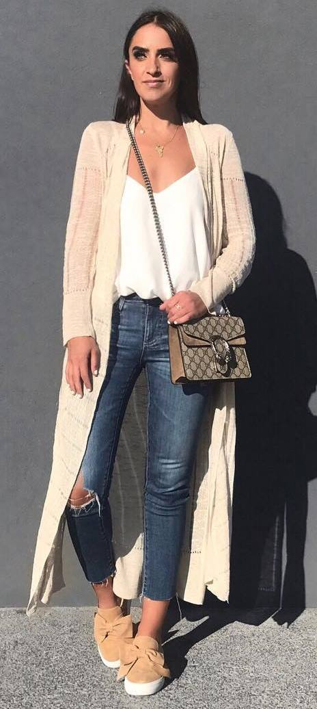 fall outfit idea: blush cardigan + white top + bag + rips