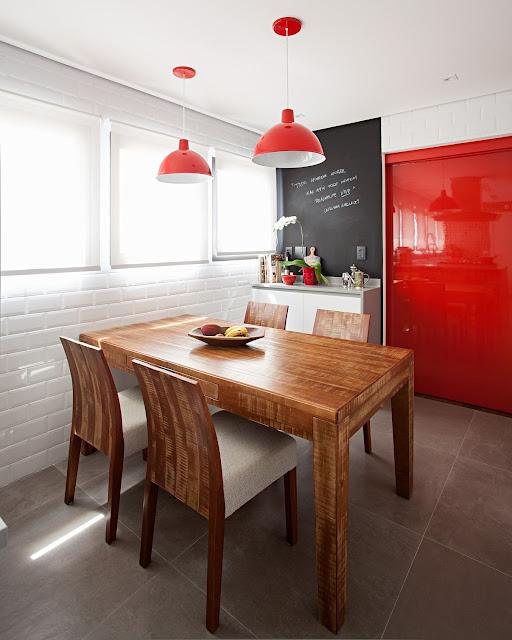 cozinha-com-porta-alto-brilho-vermelha-arquitetura