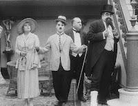 """Кадр из фильма Чарли Чаплина """"Лечение"""" (1917) - 9"""