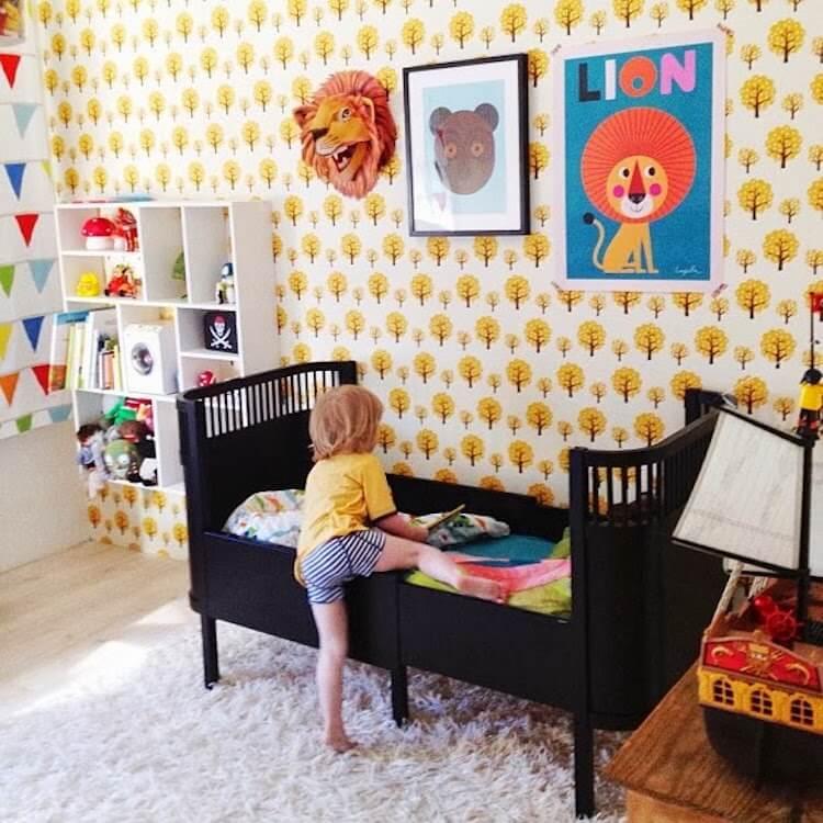 dormitorio infantil con espacio de almacenaje