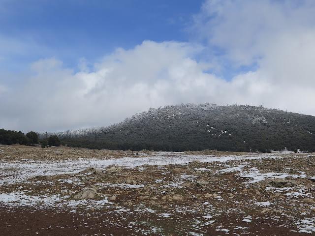 Paisaje de montaña hacia Oum Er-Rbia
