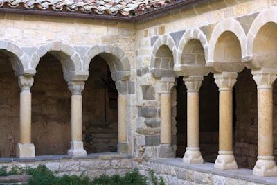 Claustro de la Colegiata de Santa Maria de Mur