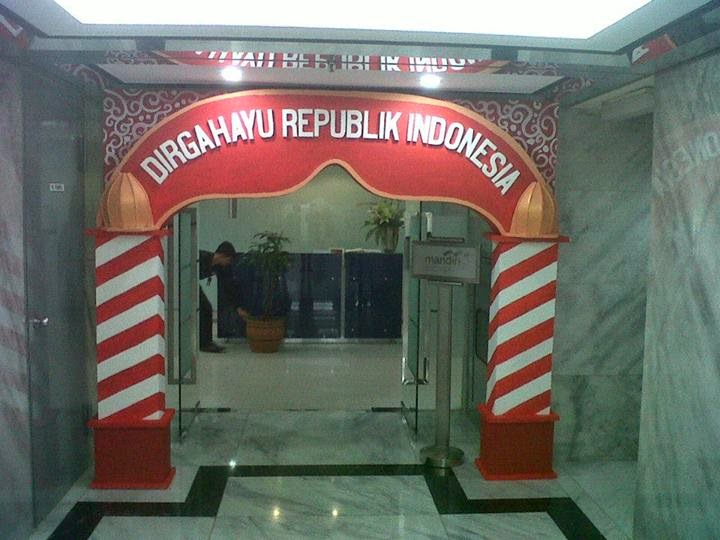 Styrofoam dekorasi gate gapura gerbang for Dekor 17 agustus di hotel
