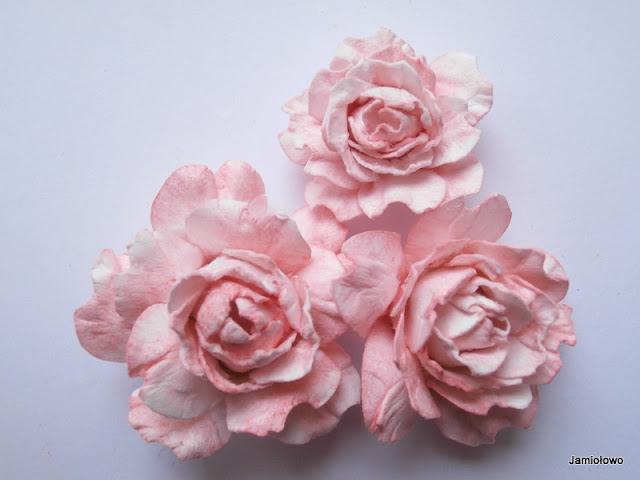 róże wykonane z papieru akwarelowego