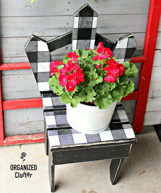 Upcycling Garage Sale Garden Junk With Paint & A Buffalo Check Stencil #oldsignstencils #junkgarden #gardenjunk
