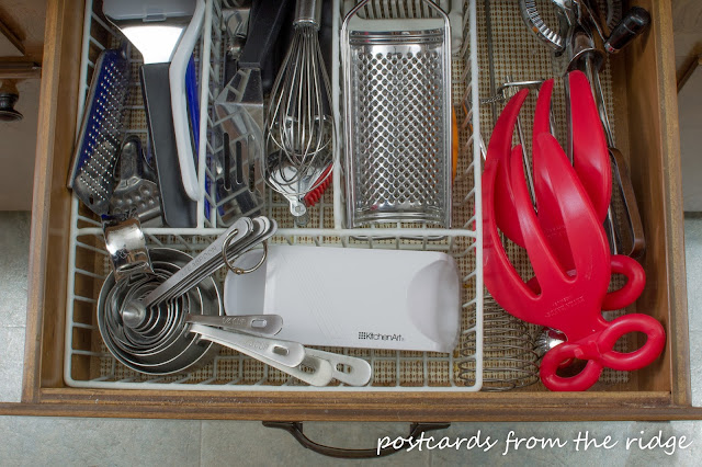 Great ideas for drawer organization plus many more for the kitchen.