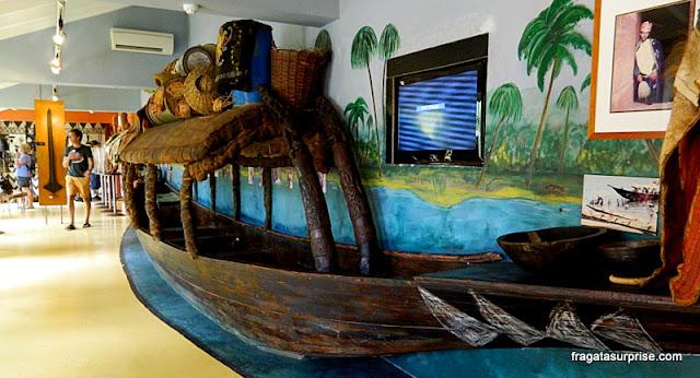 Embarcação típica do Mali no Museu Kura Hulanda de Curaçao