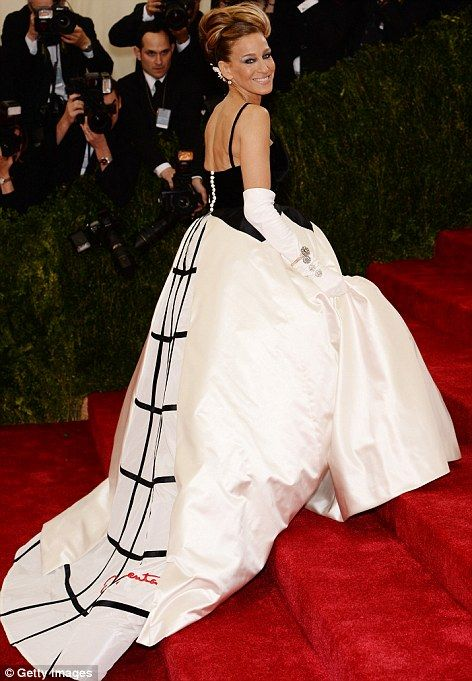 Sarah Jessica Parker in a black and white Oscar de la Renta gown at the Met Gala 2014