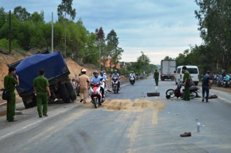 Quảng Ngãi Đâm phải xe tải chở cát đi ngược chiều 1 người tử vong
