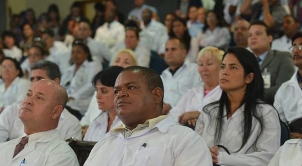 Médicos cubanos lutam na Justiça por trabalho