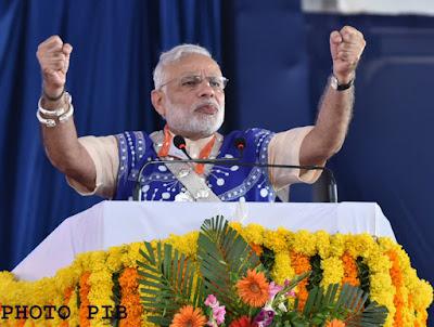 Prime Minister, Shri Narendra Modi addressing people in Gujarat