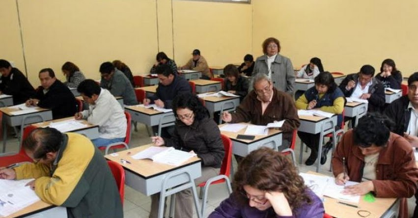 Más de 14 mil docentes interinos cesados podrían regresar a las aulas de aprobarse Proyecto de Ley en el Congreso de la República