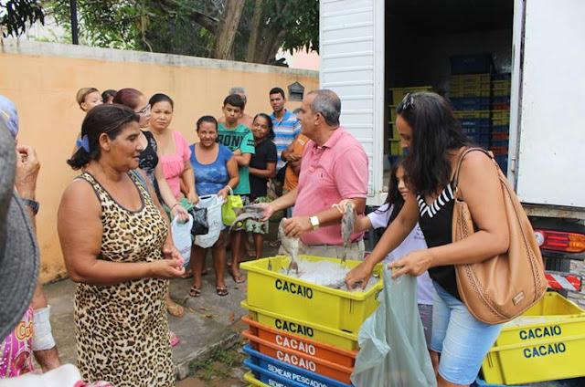 http://vnoticia.com.br/noticia/2506-video-distribuicao-gratuita-de-peixes-em-sao-francisco-de-itabapoana