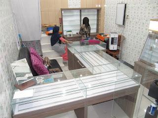 etalase display showcase