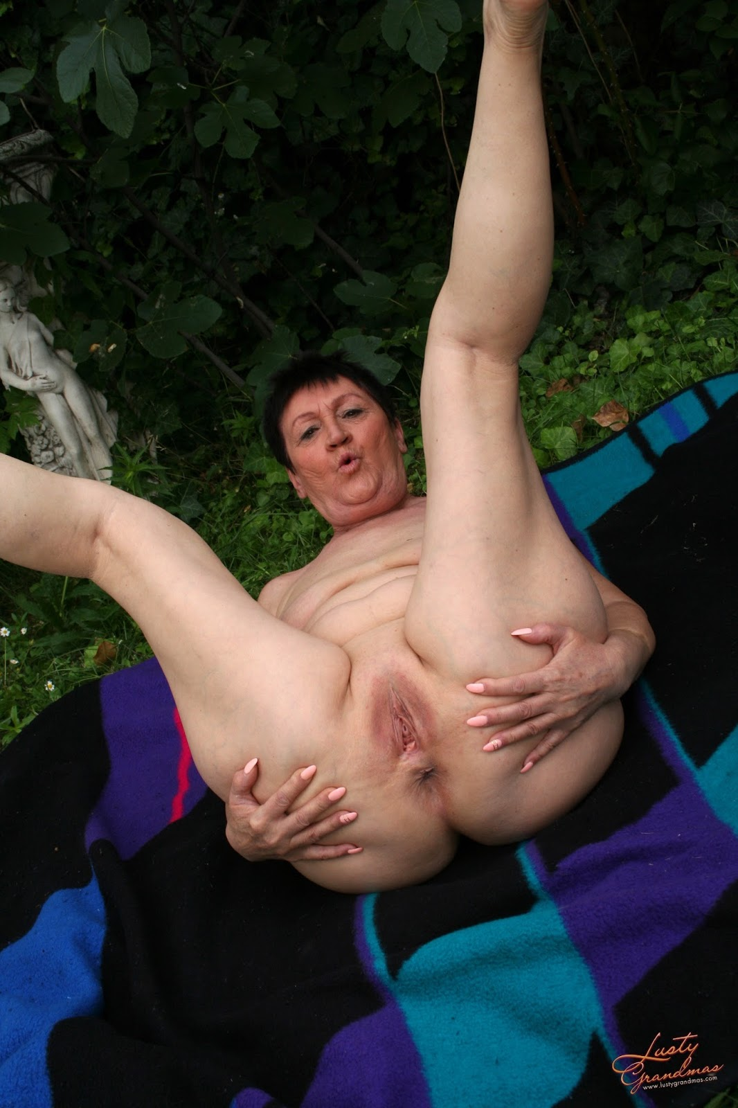 Uk mature mom with saggy tits and hairy cunt - 2 4
