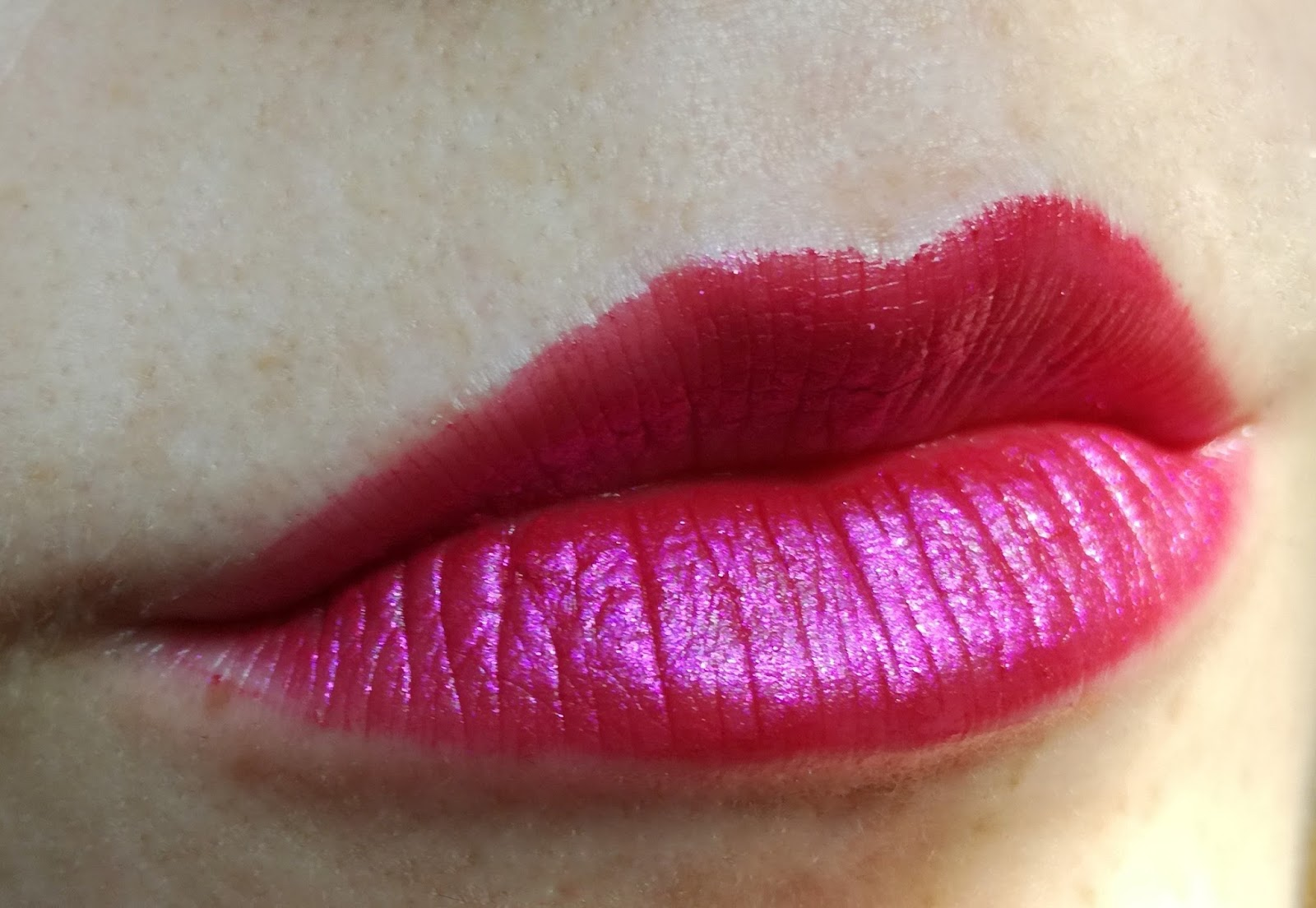 artdeco-glamour-crystal-garden-collection-matte-lipstick-hibiscus-blossom-powder-lip-finish-swatch