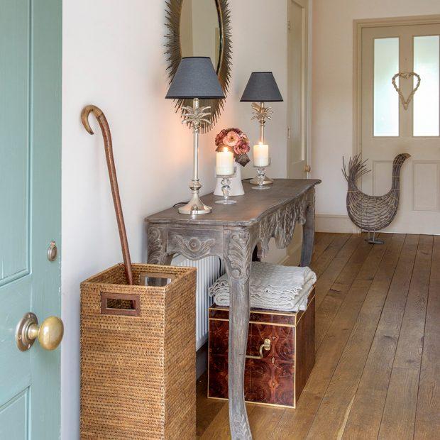 A vid ki otthon vid ki h z derbyshire ben for Foyer decorating ideas on a budget