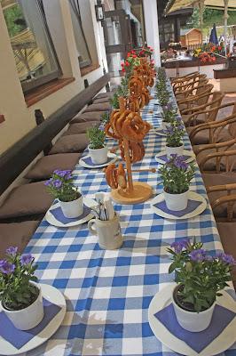 Enzian Gastgeschenk, Trachtenhochzeit in den Bergen von Bayern, Riessersee Hotel Garmisch-Partenkirchen, Wedding in Bavaria