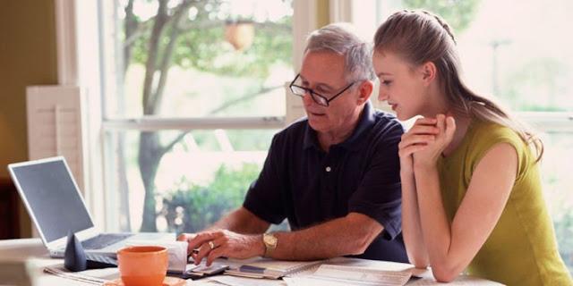 Jangan Ngeluh Kalau Ngajarin Orangtua Hal Baru, Karena Mereka Tidak Pernah Ngeluh Saat Mengajarimu Dulu
