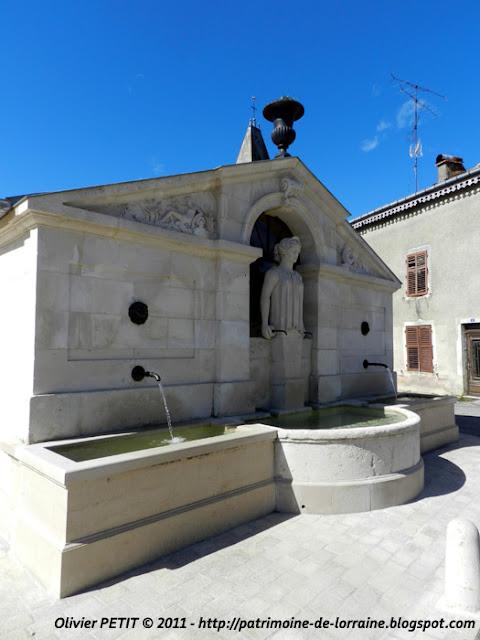 SAUVIGNY (55) - Le lavoir-fontaine