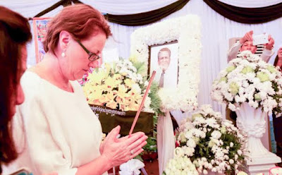 Australia's Ambassador to Cambodia Angela Corcoran joined many other diplomats at Wat Chas yesterday to pay their respects to Kem Ley. KT/Chor Sokunthea