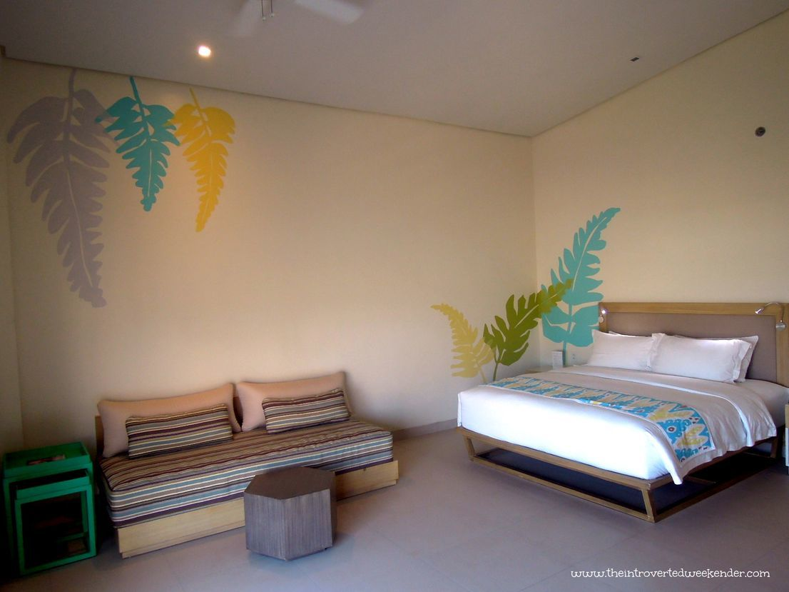 Bed and couch inside the room at Costa Pacifica Baler