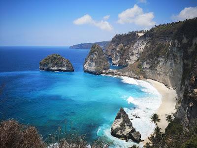 El entorno natural de la isla de Nusa Penida es espectacular