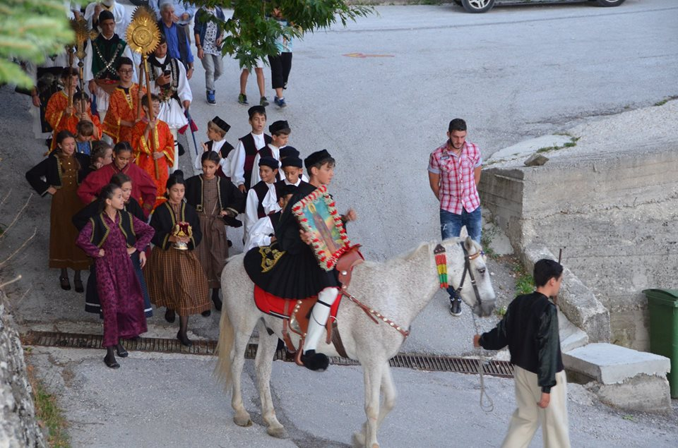 Μέτσοβο:Με τ'  άλογα στο Ανήλιο για την Αγία Παρασκευή![photos]