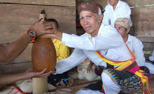 www.xvlor.com Melo Village is Manggarai cultural settlement to watch Caci show