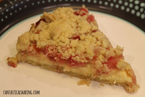 Rhubarb Pudding Cake with Streusel #recipe #cake #dessert #rhubarb #pudding #streusel