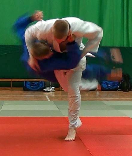 my hobby is judo Define judo judo synonyms, judo pronunciation my hobby is judo → mon passe-temps est le judo modif [champion, team, club] → de judo judo n → judo nt.