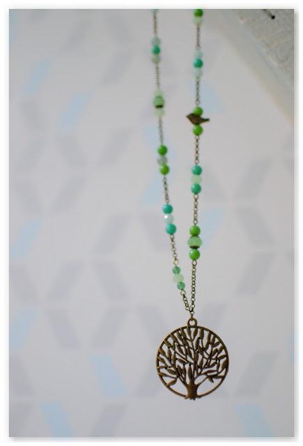 sautoir zen bronze vieilli et perles camaïeu de verts
