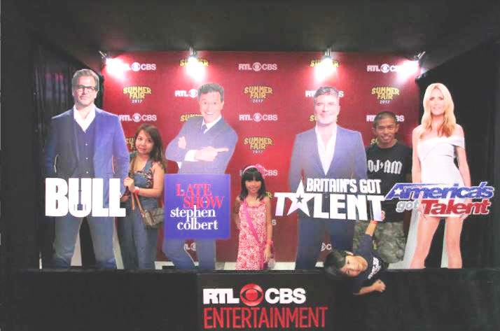 Guests posed with the hottest celebrities featured at RTL CBS Entertainment.