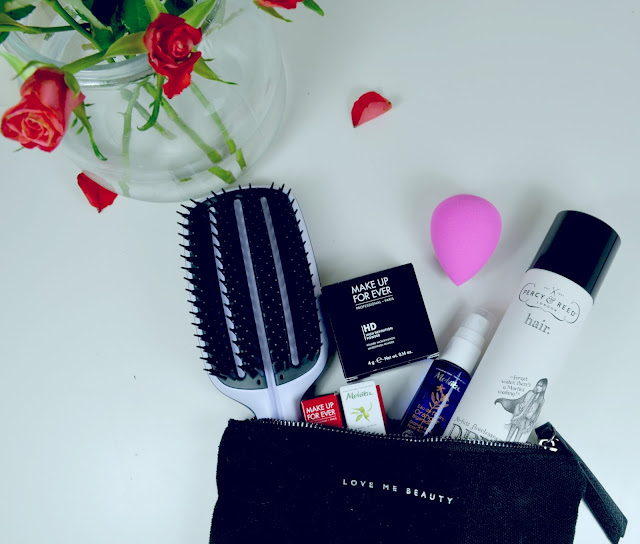 Love Me Beauty - Beauty Box - April 2016 - Skincare - Make up - Beauty - Make up sponge - Tangle Teezer Blowdry paddle brush - Haircare - Make Up For Ever - HD powder - Excessive lash - Melvita - Floral water - Percy & Reed - Dry conditioner