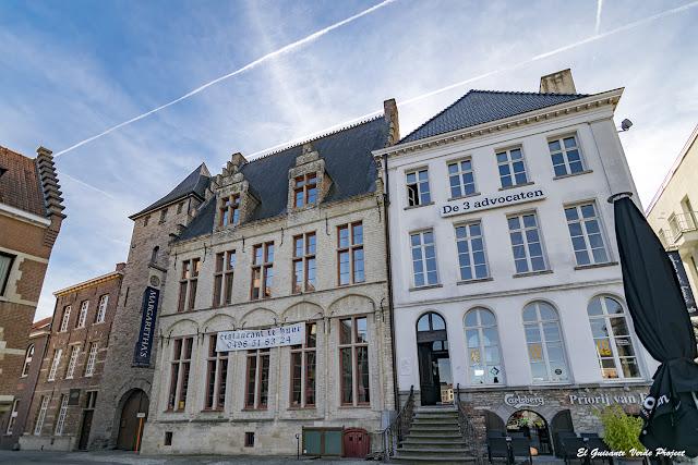 Casa de Margarita de Parma y Torre Boudewijn (izq.) - Oudenaarde, por El Guisante Verde Project