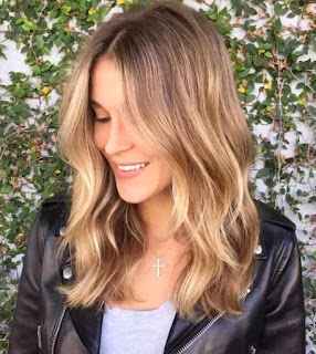 Brown Blonde Shoulder Lenght Balayage Haircut