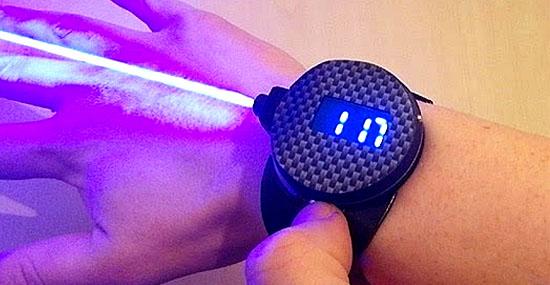 O mortal relógio de raio laser que corta e queima coisas de verdade