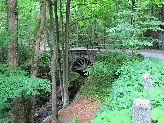 Most nad Bručinskim potokiem.