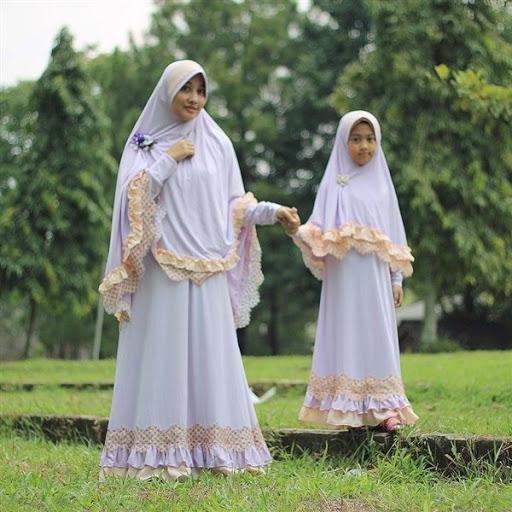 Trend busana gamis couple muslimah syar'i terbaru untuk lebaran 2017/2018