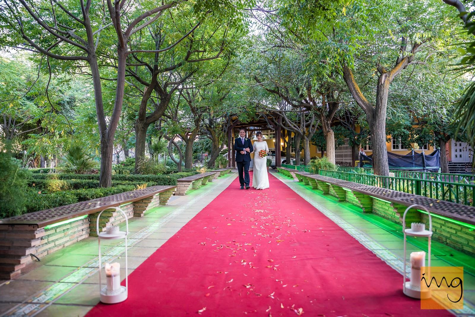 Fotografía de la entrada de la novia a la ceremonia