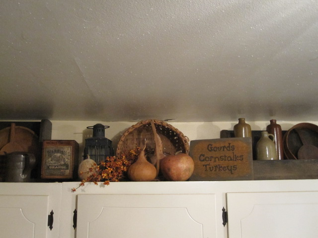 Green Creek Primitives: October 2011 - Ideas For Top Of Cabinets In Kitchen
