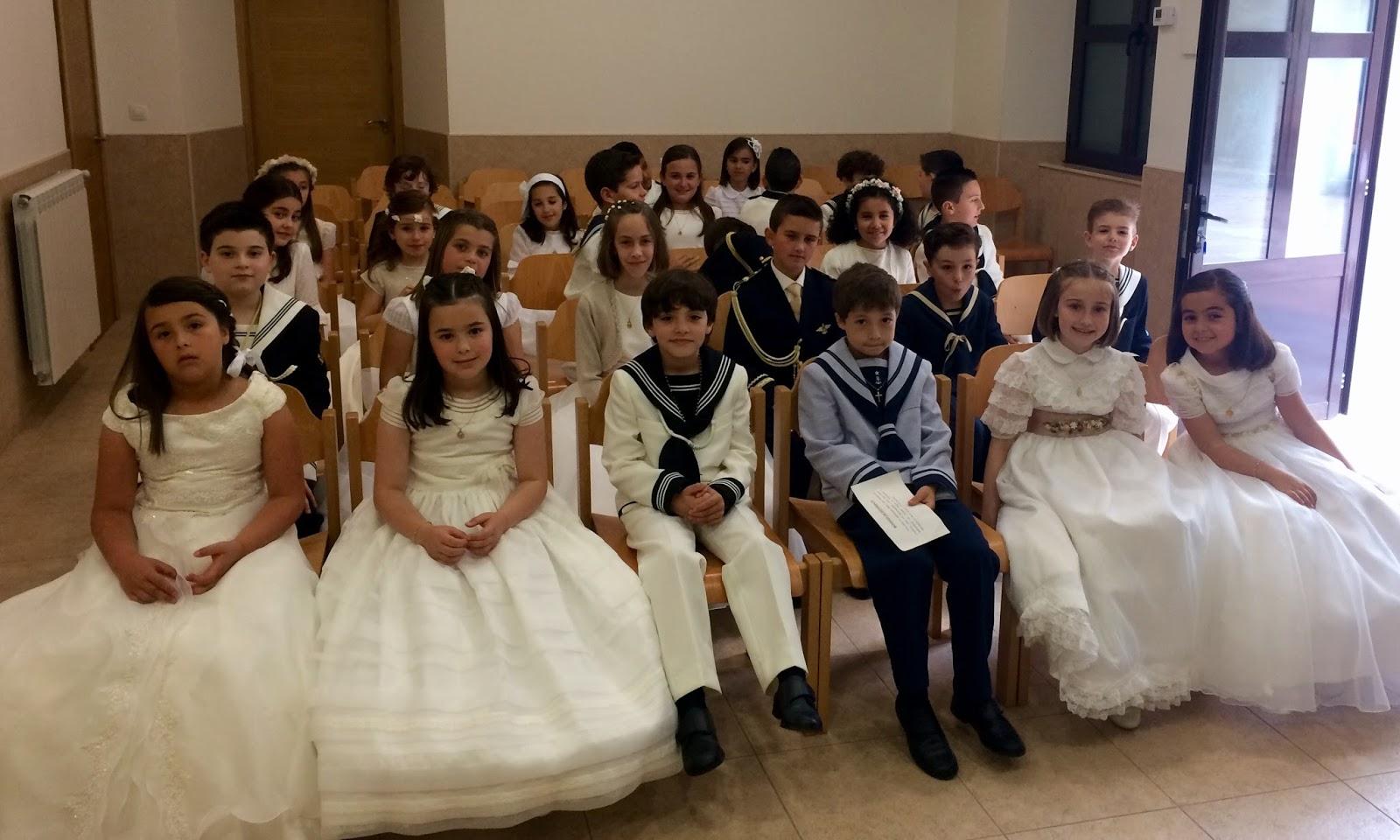 42c24ff8bbc La iglesia parroquial Santa María Magdalena de Ribadesella acogió este  domingo la ceremonia de Primera Comunión de 27 niños y niñas del concejo. El  de hoy ...