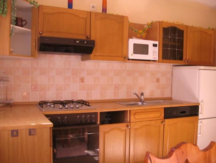Desain interior dapur dengan konsep yang minimalis