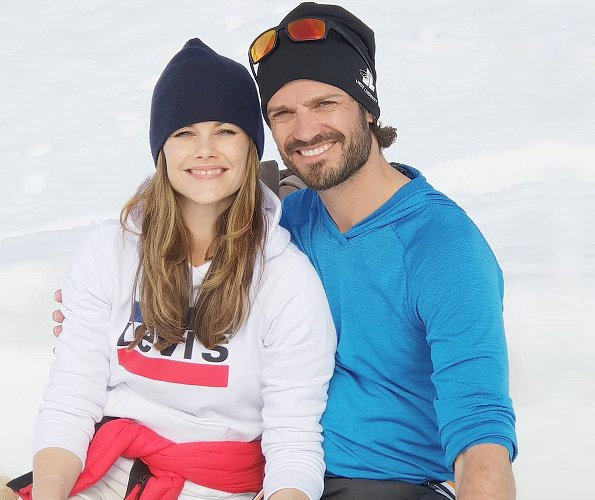Prince Carl Philip and Princess Sofia shared a new photo of them on @prinsparet